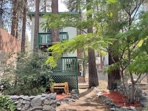 Experience the Wrightwood Hideaway! A Family Cabin