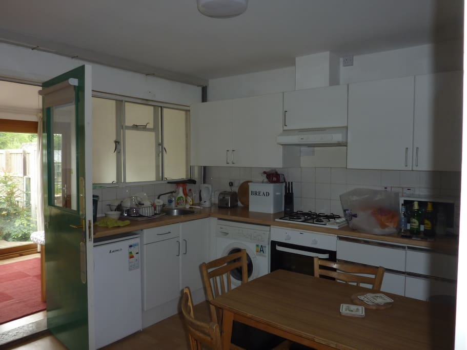 Well equipped kitchen -  serves four