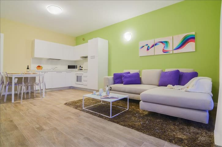 Colorful 2bdr with external patio on Iseo Lake - Sarnico - Appartement