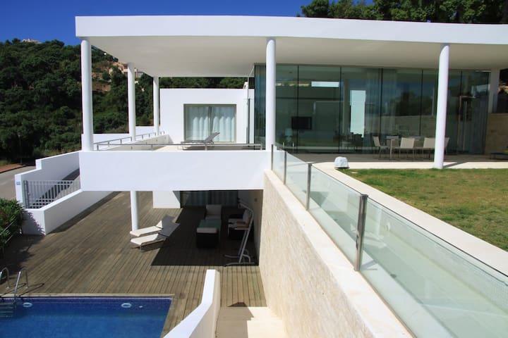 Modern and elegant villa above Marbella - Málaga - Villa