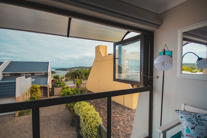 Hawks Hideaway TwOO, Sensational Sea View Retreat