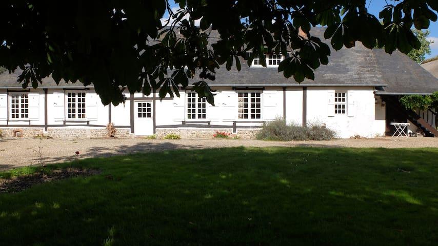 La Mandragore, Lyons La Forêt. - Lyons-la-Forêt - House