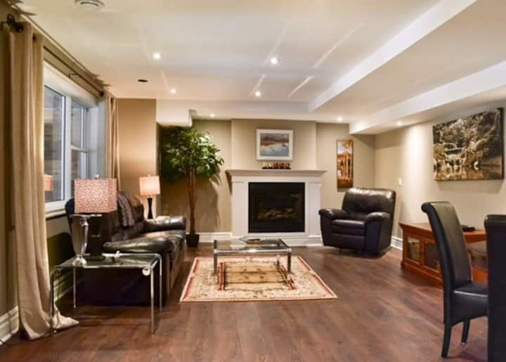 Deep River: Modern Exec Clean Quiet Apartment