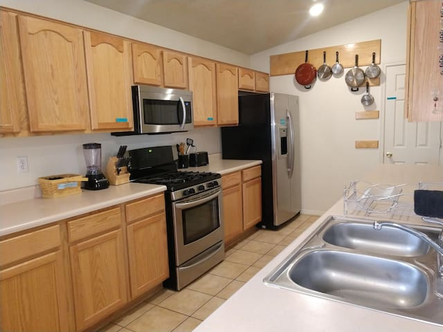 The kitchen features a gas stove, built in microwave, dishwasher and fridge with water and ice dispensers.