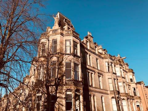 Spacious Victorian Apartment, Queens Park Mansions