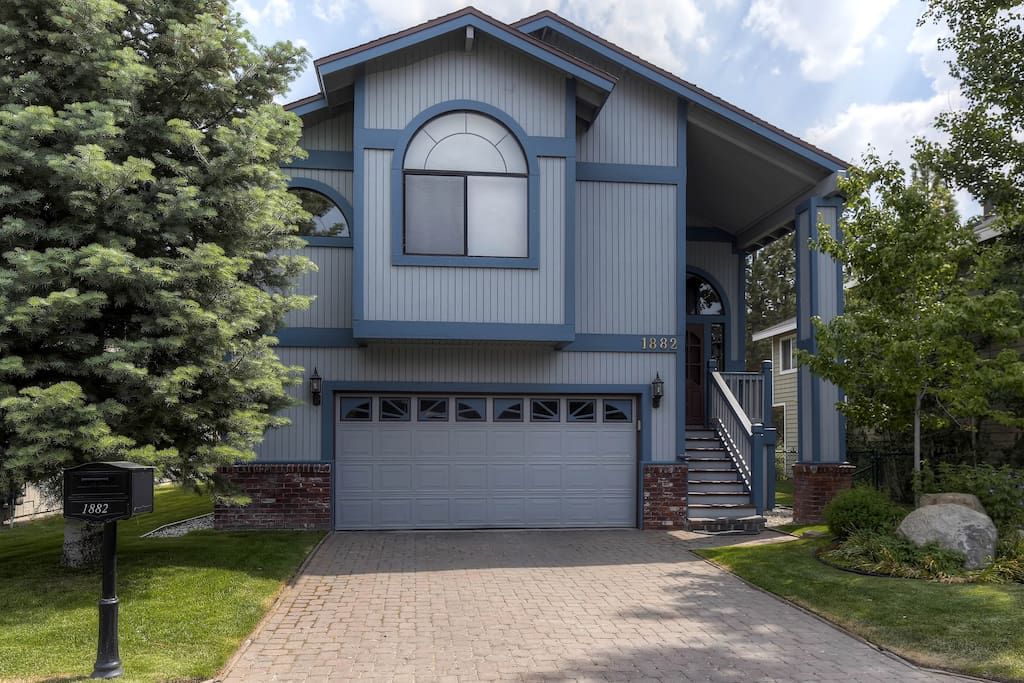 Make yourself at home in this desirable split-level house with 4 bedrooms in the Tahoe Keys!