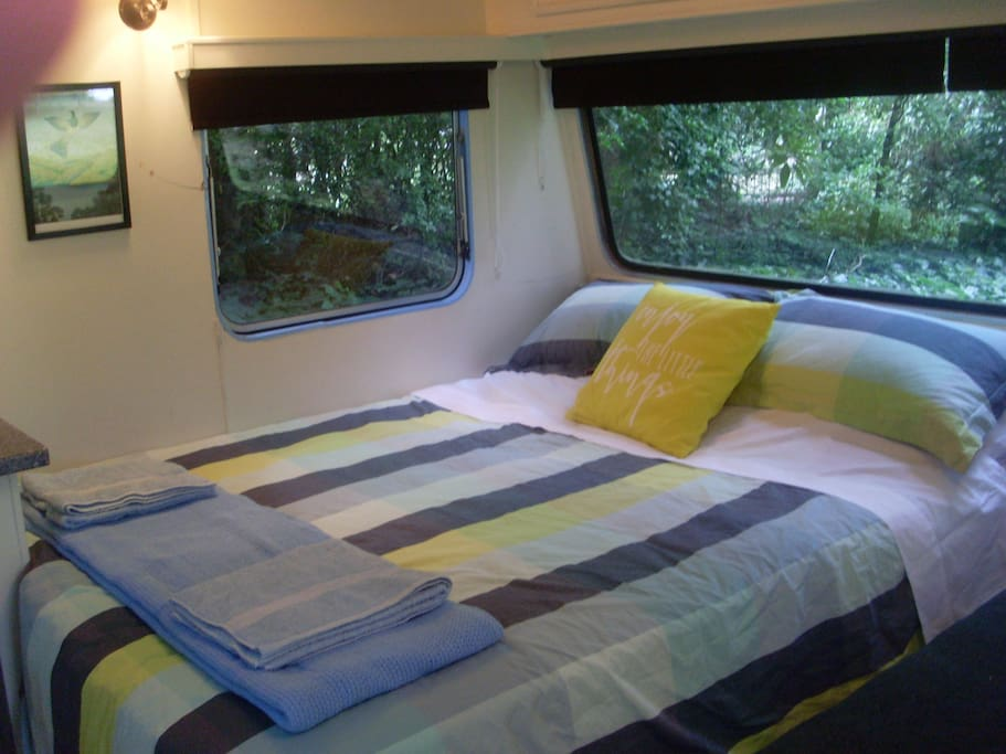 comfy double bed, black-out blinds