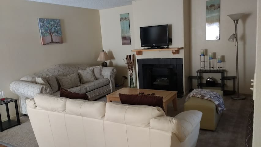 Entire place next to the MGM, 2br/2ba