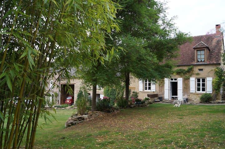 Vieille ferme rénovée à la campagne - Saxi-Bourdon - Huis