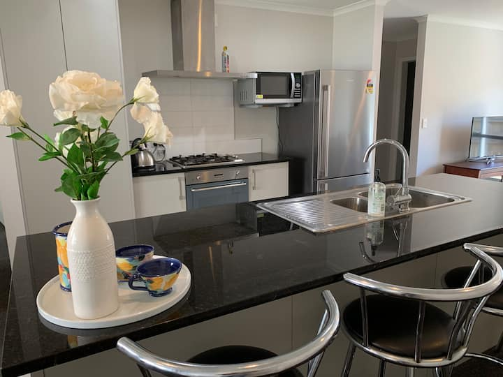 Townhouse near City Centre - 3brm ideal for groups