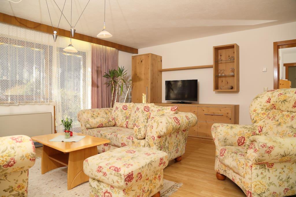 Wohnzimmer - Ferienwohnung EG