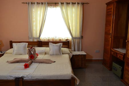Bedroom - Double Room - Villa Annex - Villa Bananier