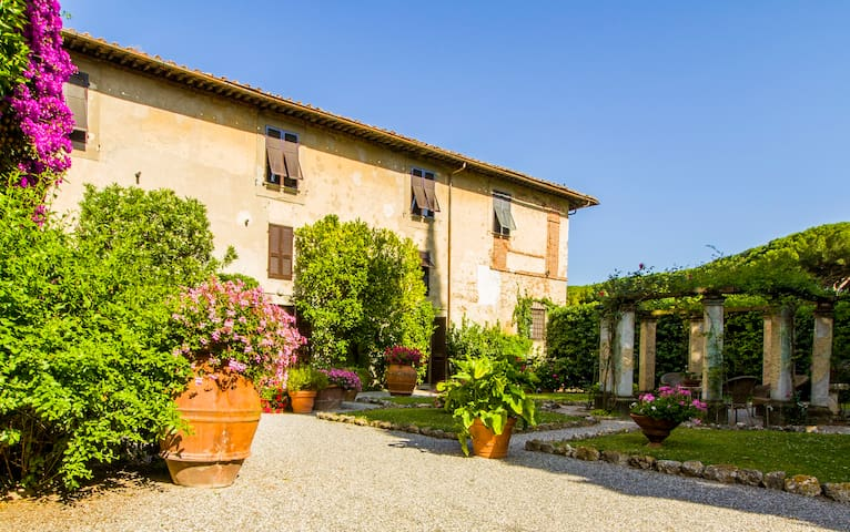VILLA RITA - TYPICAL TUSCANY APARTMENT