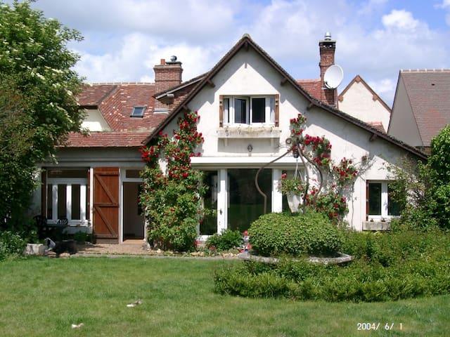 Belle maison au calme près de Paris et Normandie - Villemeux-sur-Eure - Hus