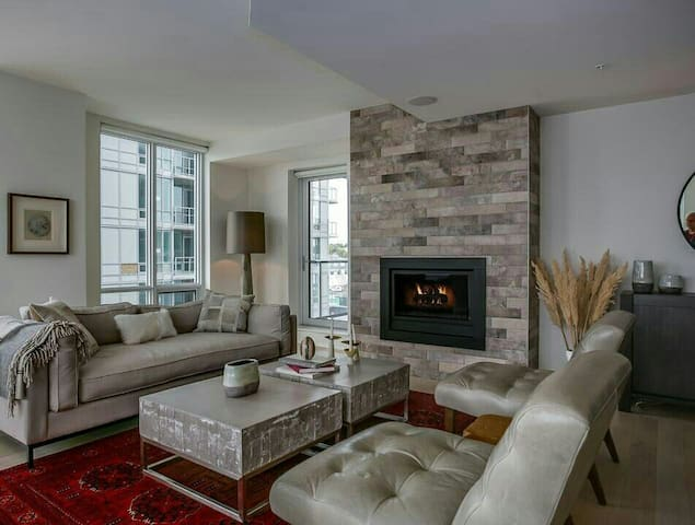 Large & Luxurious Ocean View Condo - Dartmouth - Appartement