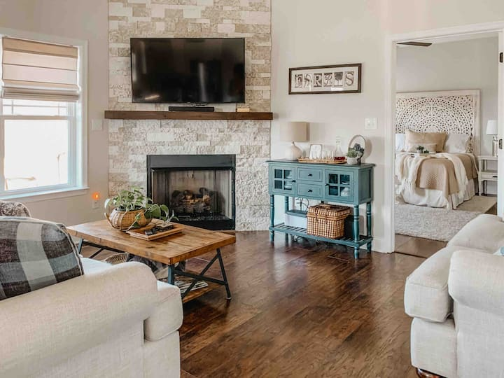Stylish home near downtown Lex w/ patio & fire pit