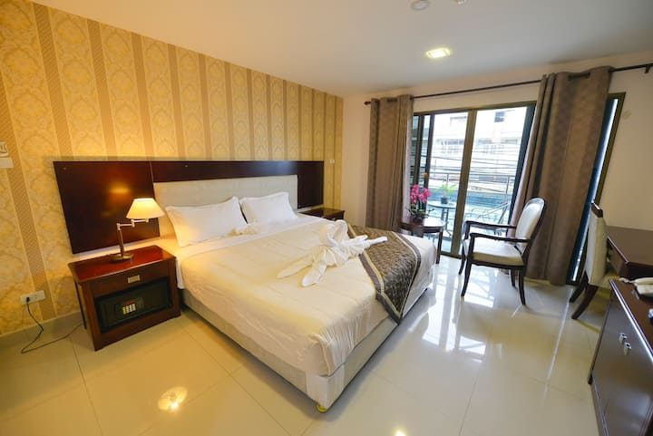 Deluxe Room balcony Free daily cleaning/wifi/elect
