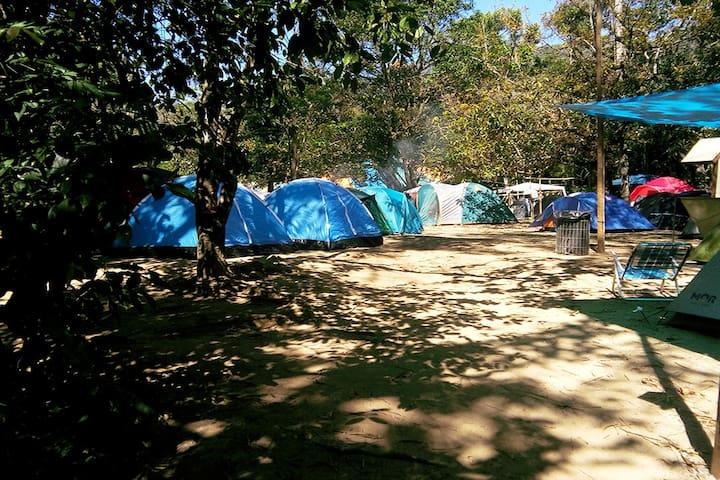 Camping e aluguel de barracas a beira rio!
