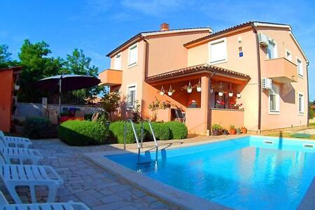Apartment Red with Swimming Pool - Bellamar