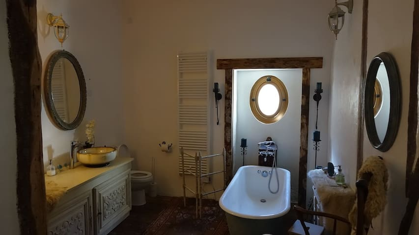 The Romantic Private Bathroom (en-suite to the Romantic Bedroom)