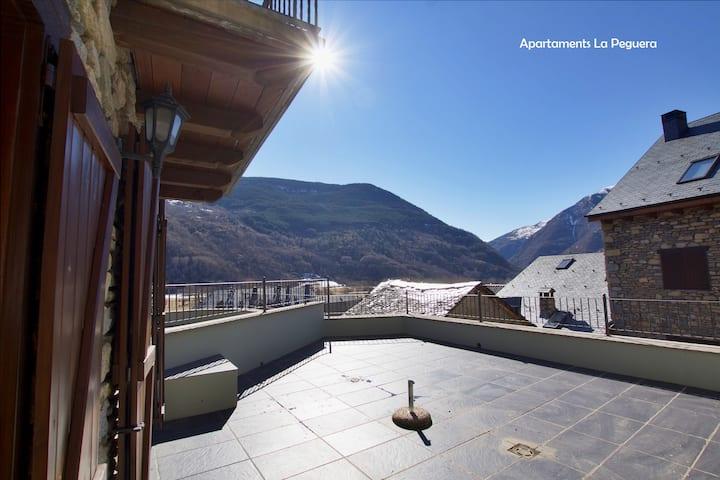 Apartamento con Terraza y vistas al Valle en Barruera. Apartaments La Peguera