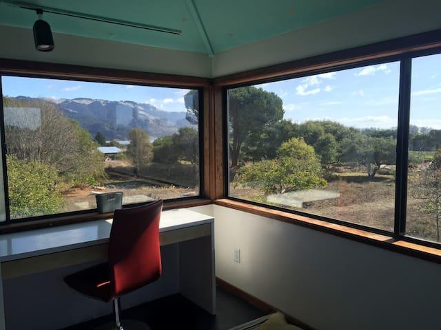 Big Mesa Farm: The Water Tower (views!!) - Bolinas - House