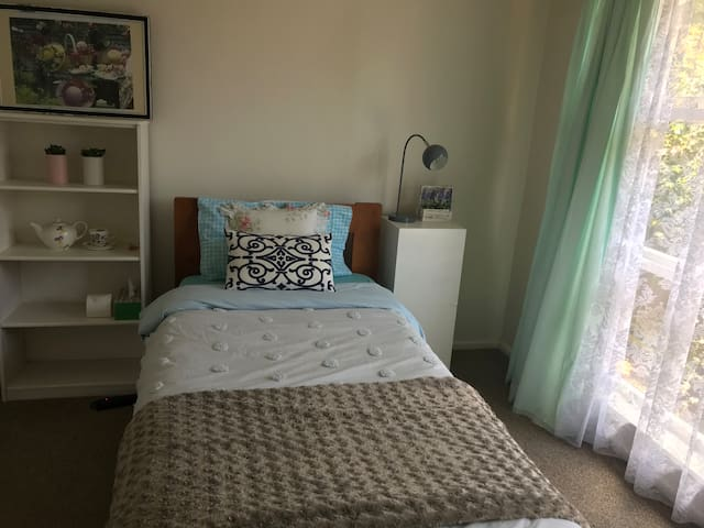 Cozy room B near airport with self check in.