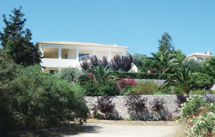 Holiday apartment with 2 bedrooms on 90 m² in Porto Heli Ermioni