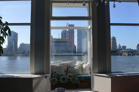 Authentic, comfy appt with a stunning river-view