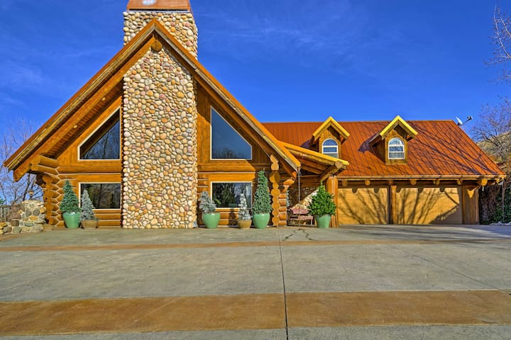 NEW! 3BR Horseshoe Bend Cabin w/ Fish Pond & Views