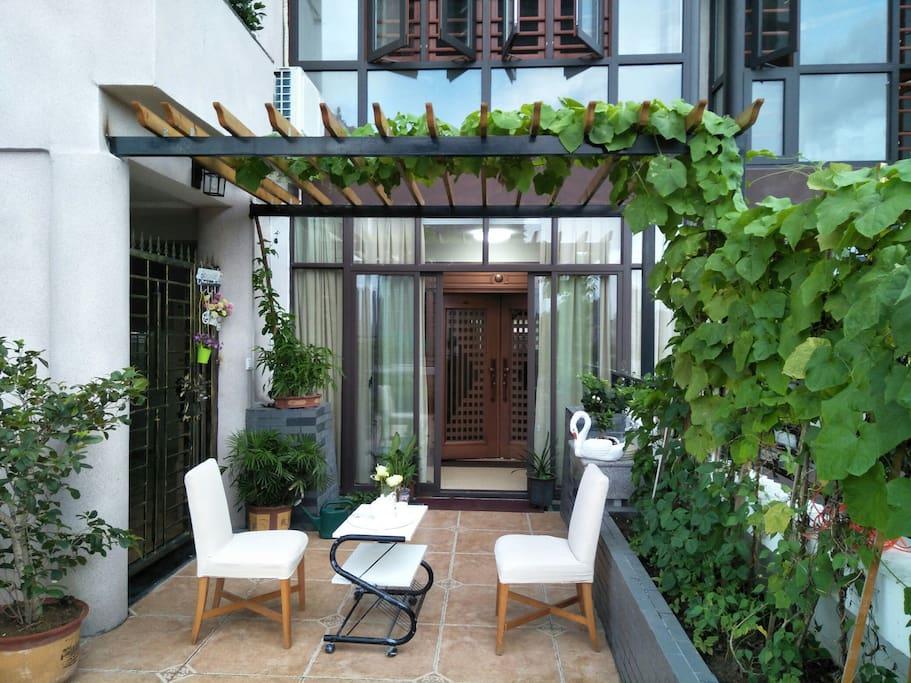 房源大门及露台花园