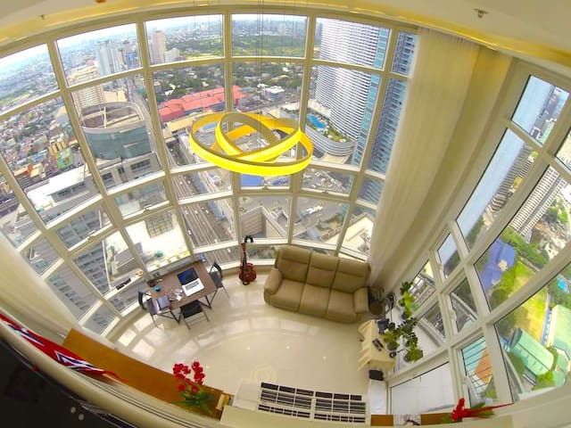 Life on the top! Penthouse Loft; 2 br, 2 bath MNL