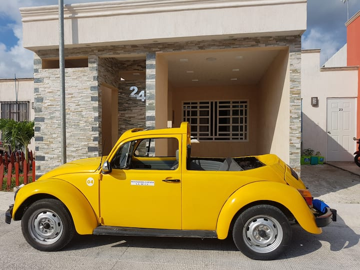 Anita´s Casa Cozumel with open compact car