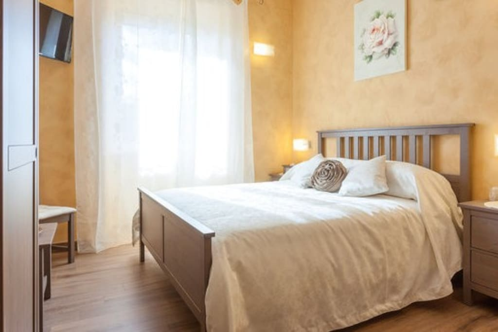 domus solis st peter breathtaking view suite 1 bed and breakfasts for rent in rome lazio italy. Black Bedroom Furniture Sets. Home Design Ideas
