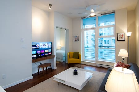$90! at MODERN Condo with Central Location&Parking - Vancouver