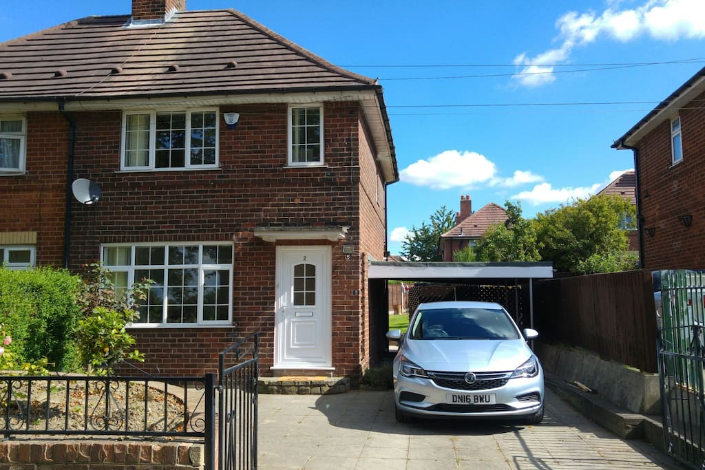 Well appointed 2 two bedroom semi in leeds 15 houses for for Lee signature homes