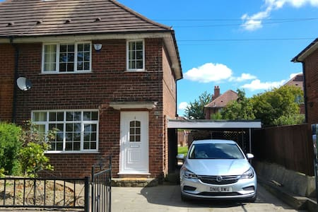 Newly Renovated House in Leeds 利兹新装 - Leeds