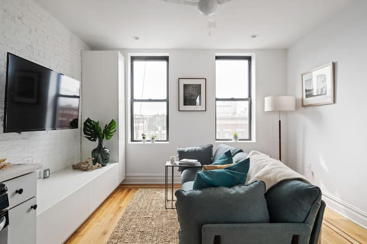 Brand NEW 3BR apartment few steps from Subway