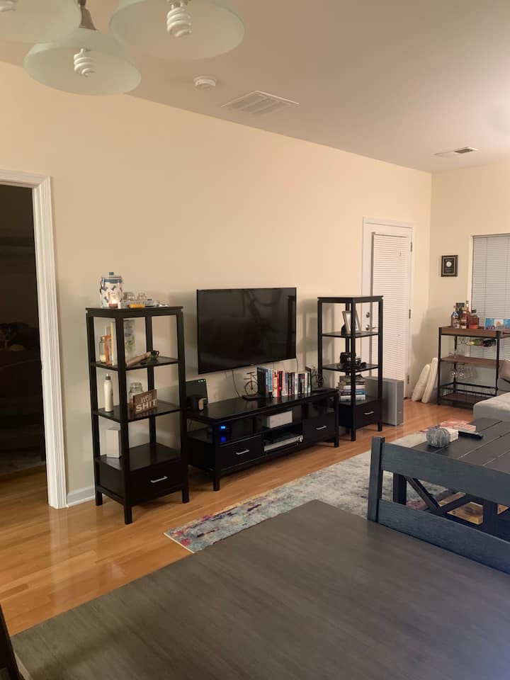 1 Bedroom Apt with Balcony, Close to NYC