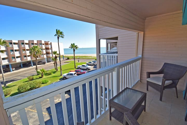 ♥Beachfront♥ - Comfy Condo+Private Balcony + Views