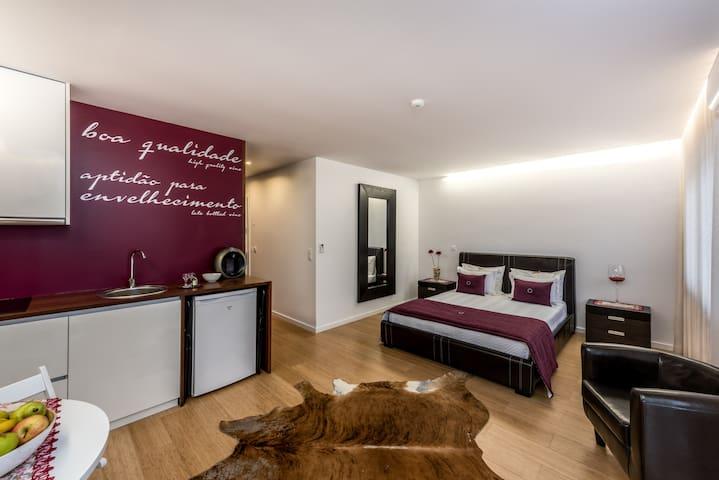 Lounge Inn Apartment (com varanda)