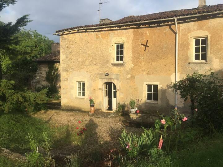 Maison, ancien logis du 17 ième proche de Poitiers