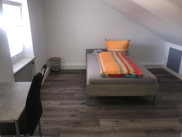 Ferienwohnung Asum -, Wohnung Anika 2 -Helle FeWo 4 Schlafräumen , Platz für 4 Personen, Wohnküche & kostenfreiem WLAN