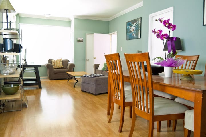 Spacious, airy home next to downtown and the beach