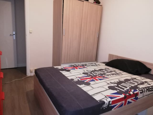 chambre privée à louer  dans un appartement