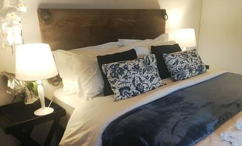 Spacious, Central Guest Suite near Whale Cliffs.