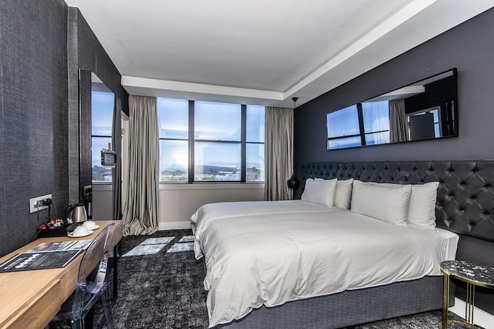 Upmarket Room with panoramic views in Sea Point