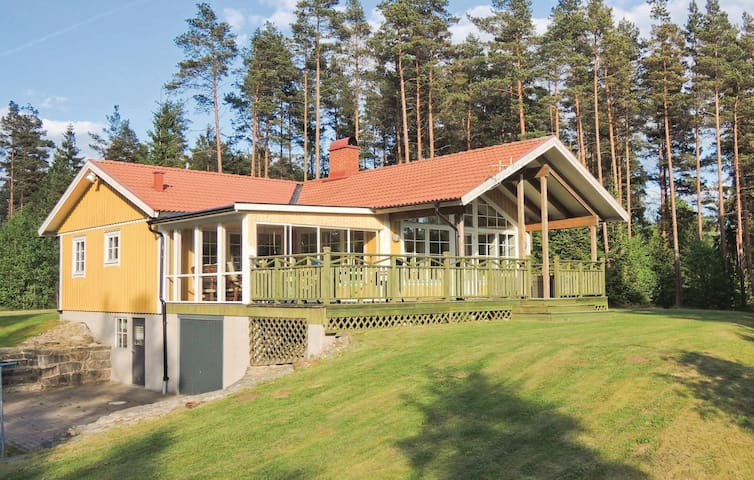 Holiday cottage with 4 bedrooms on 248m² in Lidhult
