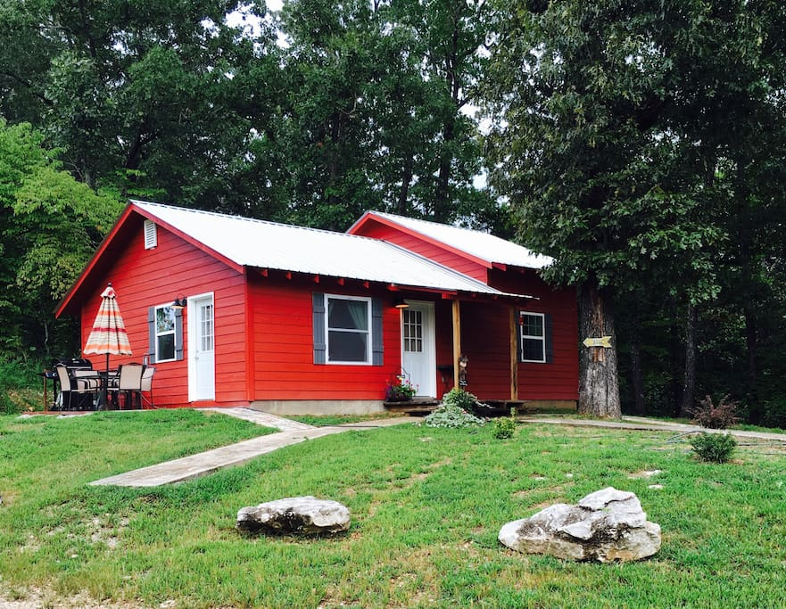 The red cabin cabins for rent in marble falls arkansas for Falls lake cabin rentals