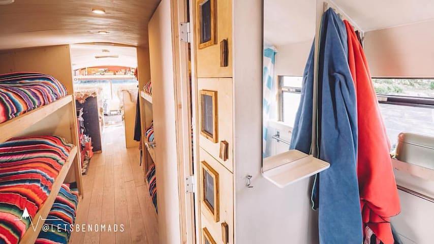 The adventure hostel on wheels: The Nomads Bus - Neustift im Stubaital - Penzion (B&B)